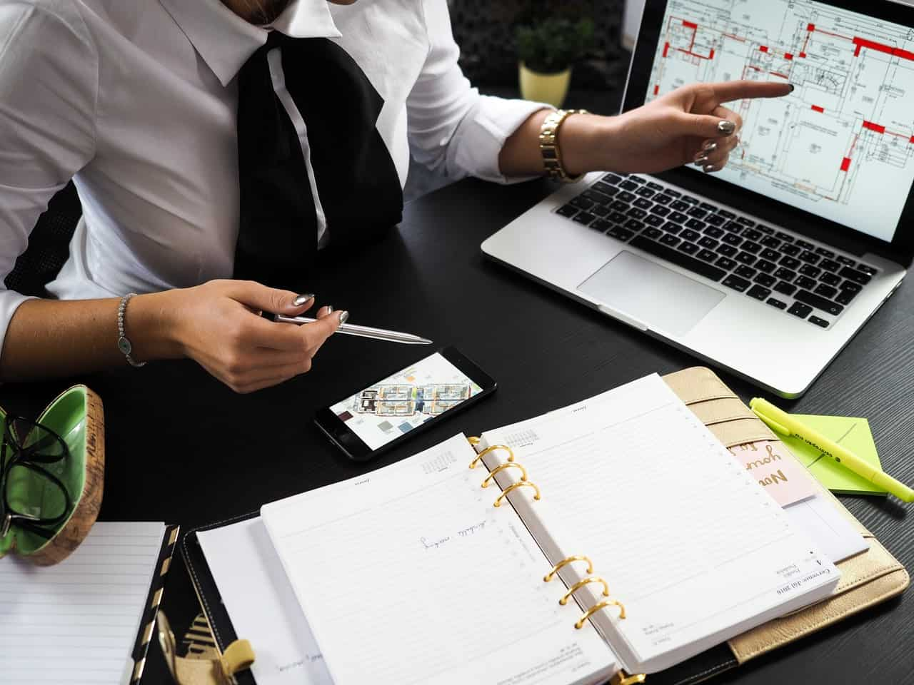 Smart project planning with a project management tool